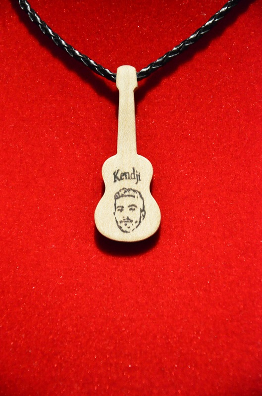 Collier guitare Kendji